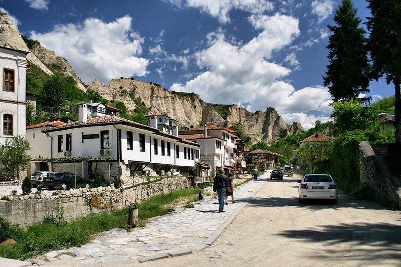 дерево в городе мельник болгария как называется также: Выбираем