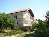 Двуетажна къща с морска панорама срещу резиденция