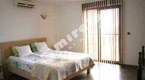 Луксозна къща под наем в град Варна, в местност Горна Трака, 200кв.м (застроена площ + идеални части),  Наем  € 500  /на месец