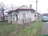 За продажба къща с двор в близост до магистрален път - гр. Антоново, област Търговище, 70кв.м,   € 13000