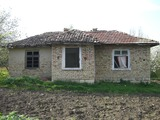 Продава стара селска къща в село Стефан Караджа, общ. Вълчи Дол, обл. Варна, 50кв.м (застроена площ + идеални части),   € 7000